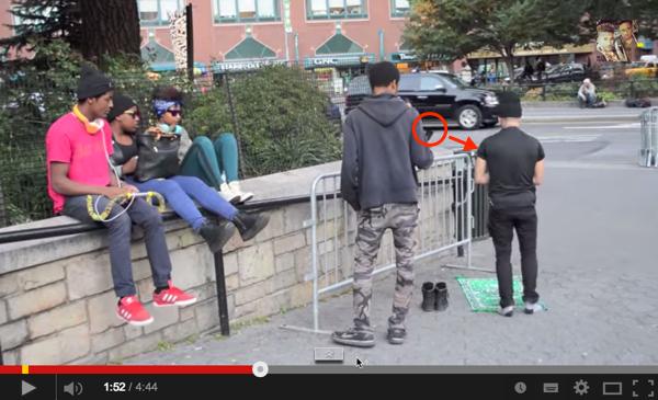 Kenapa Warga New York Ini Rakam Video Lelaki Sedang Solat? Lihat 5 Lagi Reaksi Menyentuh Hati.