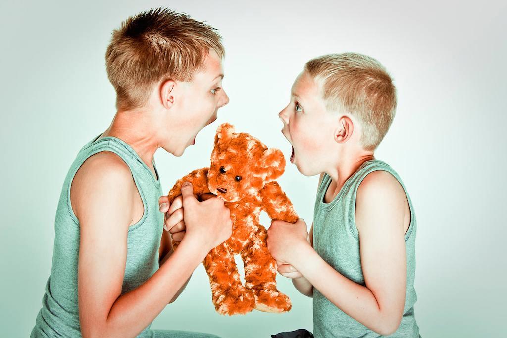4 Cara Ajar Anak Berkongsi Barang. Guna Teknik Psikologi!