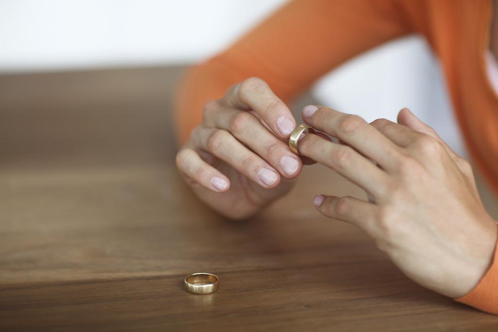 Ingin Minta Cerai Dari Suami? Isteri Baca Dulu Nasihat Pakar Ini!