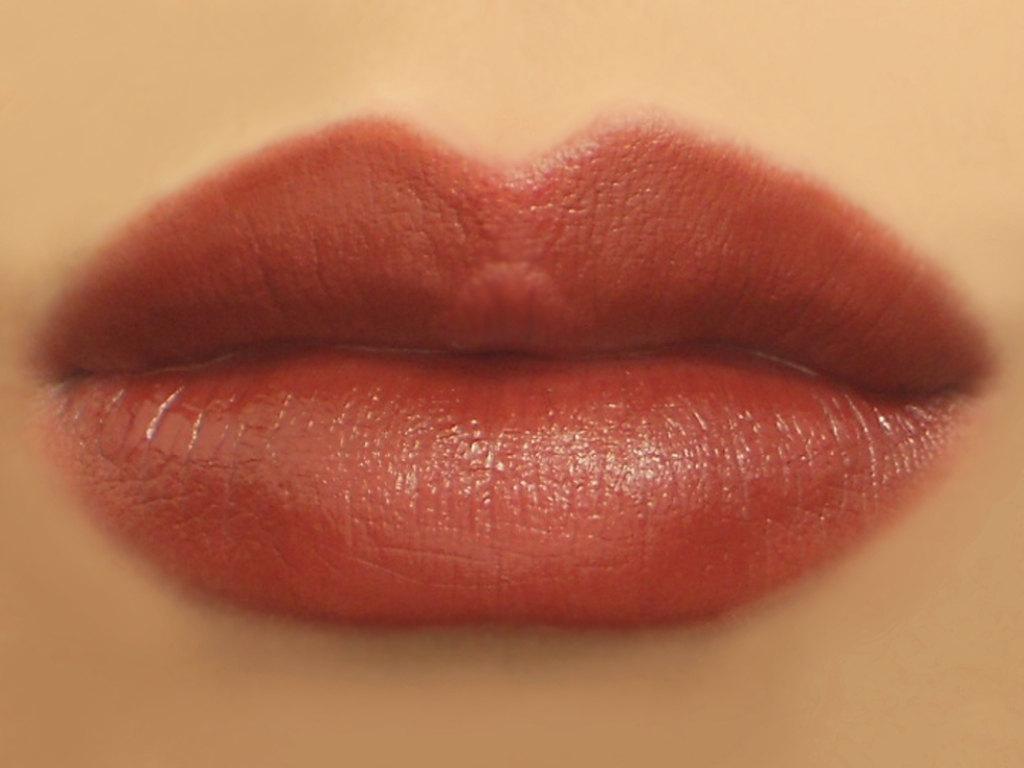 Tips memerahkan bibir